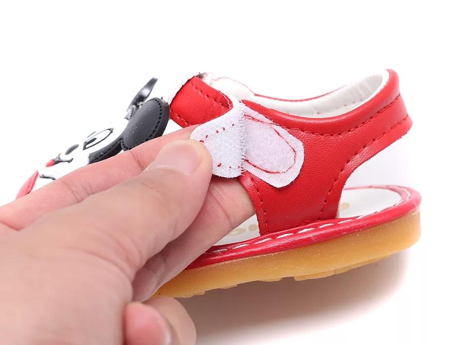 "Sandalute rosii ""Soricelul vesel"", cu tiuitori"