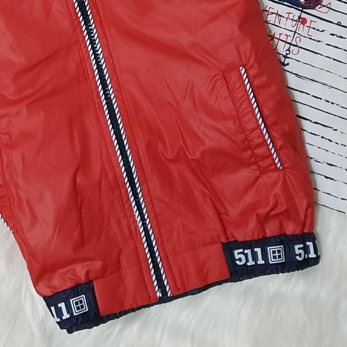 Set 3 piese , geaca fas rosie cu gluga , tricou alb, pantaloni bleumarin