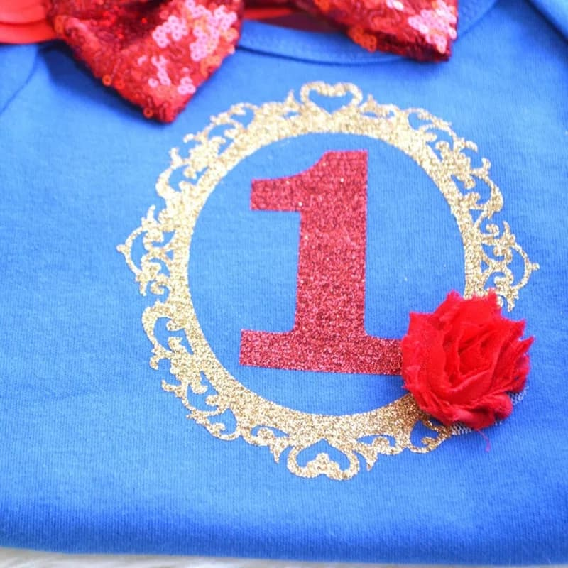 "Set aniversare 1 an "" Alba ca Zapada"", fusta tull galbena, body albastru, bentita rosie"
