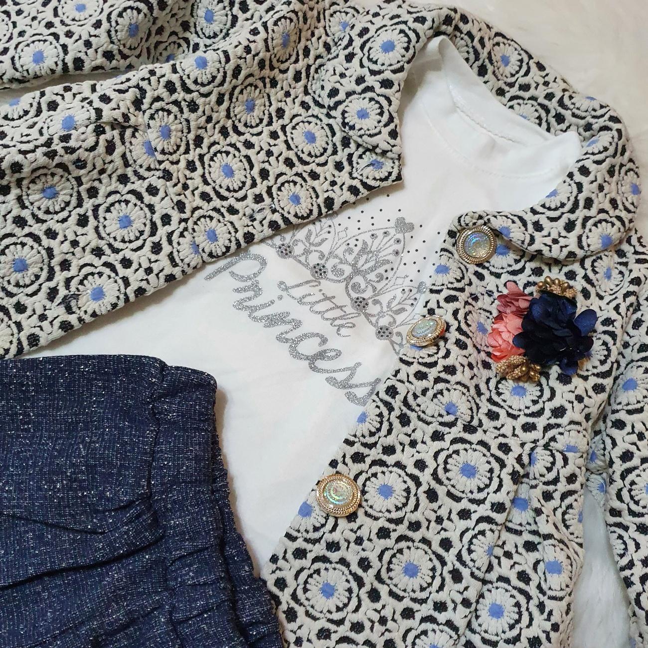 Set toamna 3 piese , paltonas , bluza alba si pantaloni bleumarin cu sclipici
