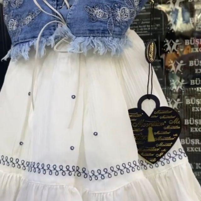 Rochie alba de vara, vesta de blug falsa