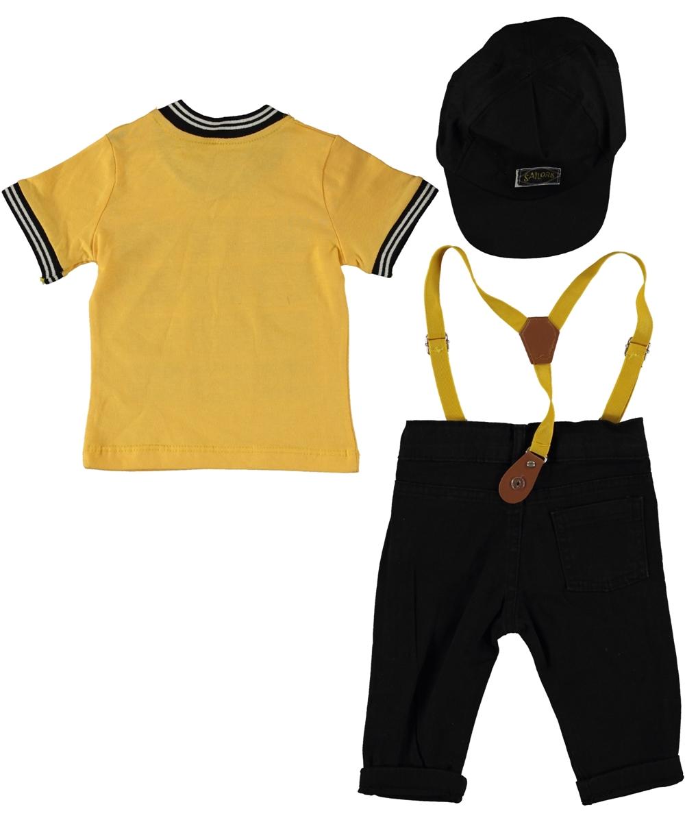"""Set vara 3 piese """"Piratul capitan"""", tricou galben, blugi subtiri negri cu bretele si sapca"""
