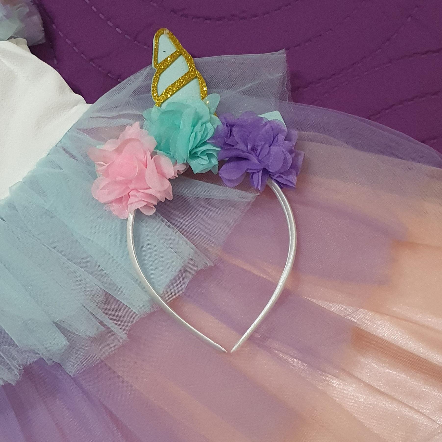 """Rochie """"Unicornul chic"""", fusta tull multicolor cu volanase, coronita inclusa"""