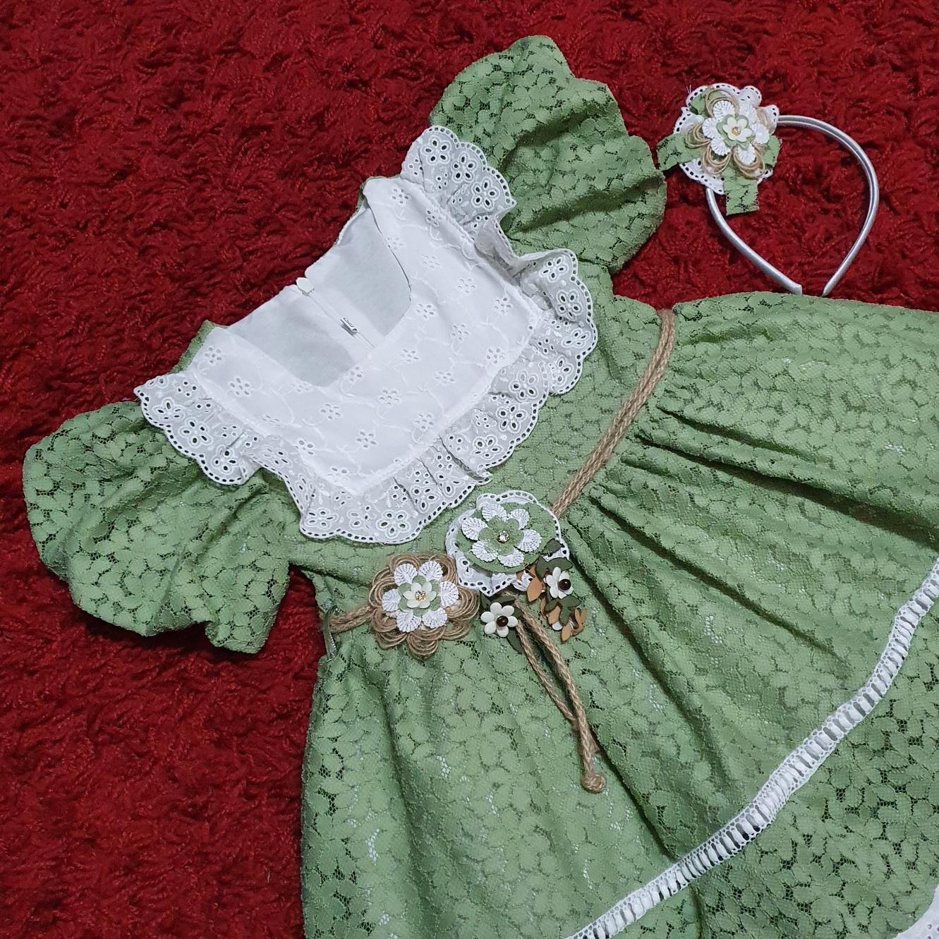 """Rochie verde,  de vara """" Flori dantelate"""", coronita inclusa"""