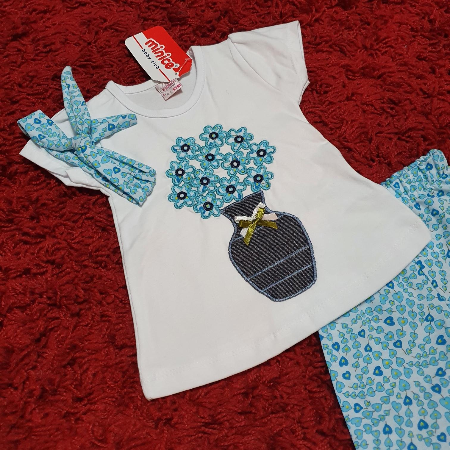 "Set vara 3 piese ""Vaza cu flori"", tricou alb, leggings 1/2 bleu  cu inimioare si bentita"