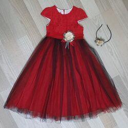 """Rochie lunga rosie """"Floare de Craciun"""" , cu broderie si tull rosu si negru, coronita inclusa"""