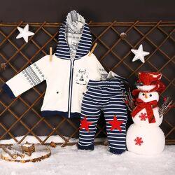 Set 2 piese Pinguinul friguros, bluza alba cu gluga, pantaloni dungati