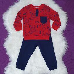 """Trening 2 piese  """"Povestea animalelor"""", bluza rosie, pantaloni bleumarin"""