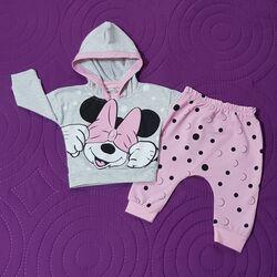 "Trening 2 piese ""Cucu bau Minnie"", hanorac gri , pantaloni roz cu buline"