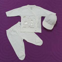 "Set alb 3 piese ""Ursuletul print"", bluza brodata, pantaloni cu picior si bereta"
