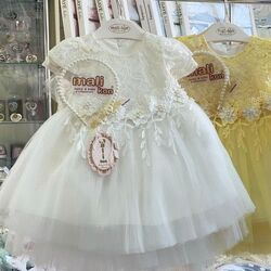 Rochie alba, eleganta, cu broderie si dantela, coronita perle inclusa